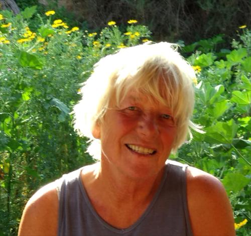 YogaLanka - Helga Hoenen